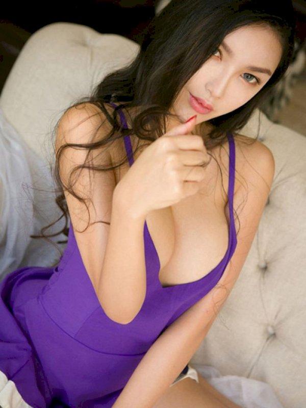 אמילי היא שילוב של יופי ותשוקה